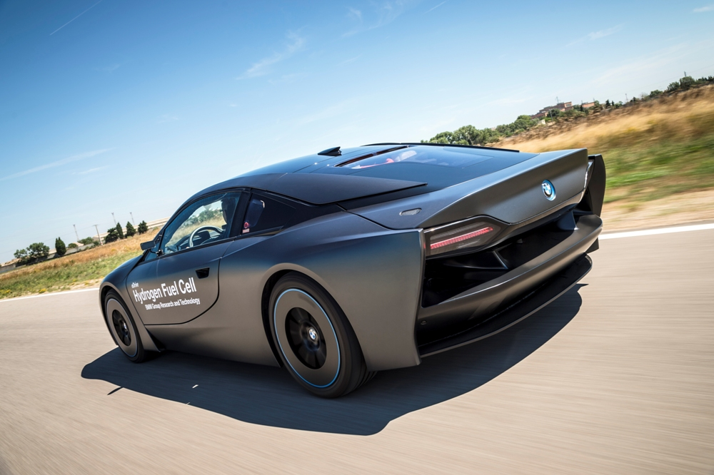BMW-i8-Hydrogen-Fuel-Cell-Concept-15
