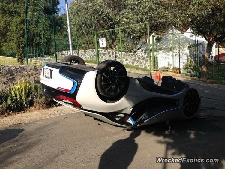 Así quedó un BMW i8 de prensa en México: Dolor, mucho dolor... 3