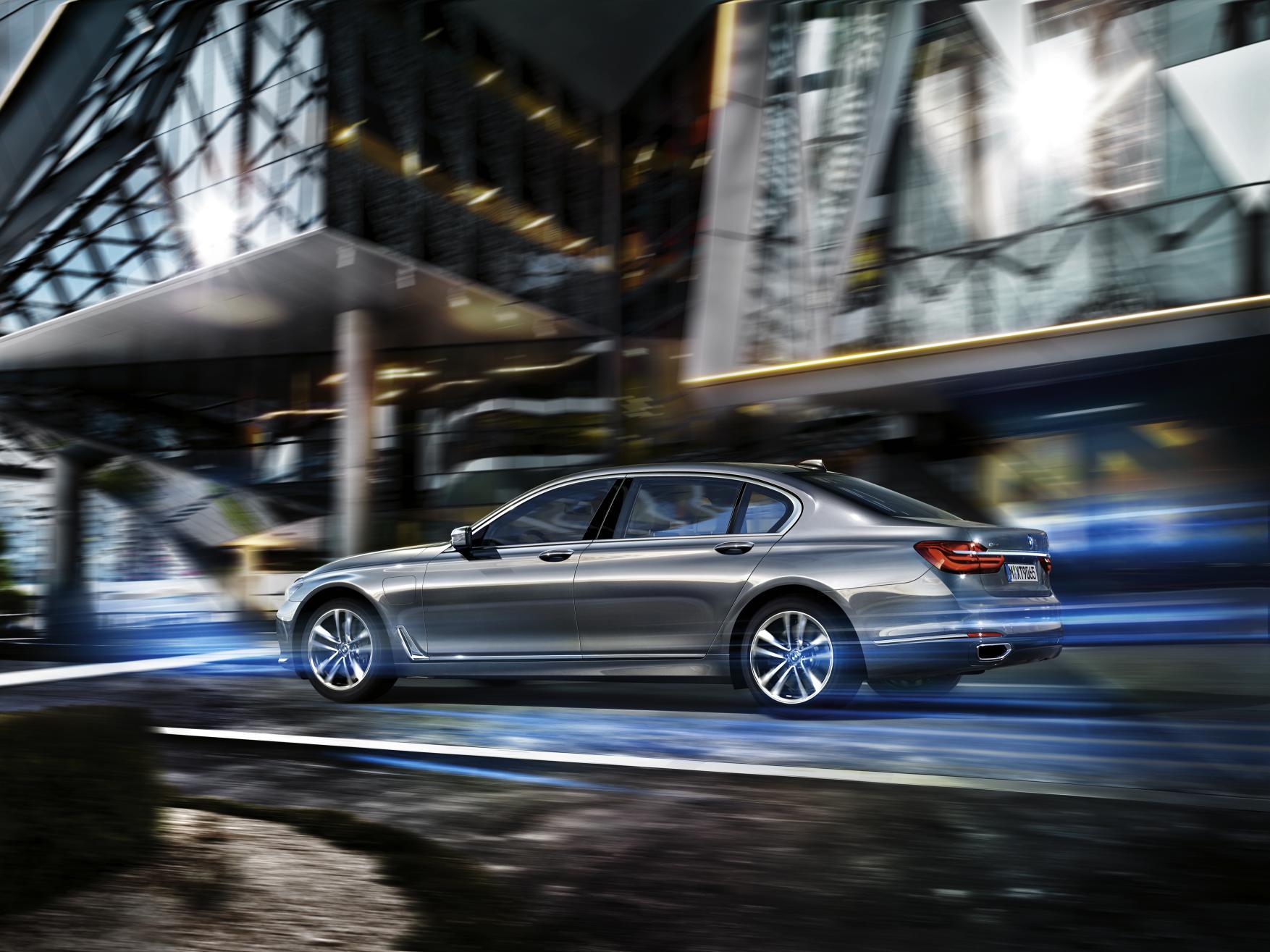 BMW Serie 7 eDrive: La gran berlina de lujo se vuelve híbrida y enchufable 1