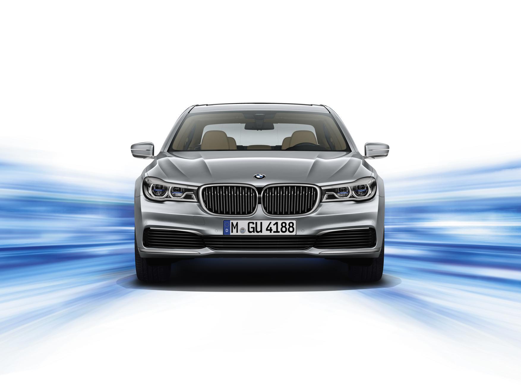 BMW Serie 7 eDrive: La gran berlina de lujo se vuelve híbrida y enchufable 2