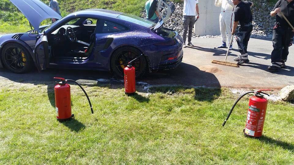 2016-porsche-911-gt3-rs-on-fire