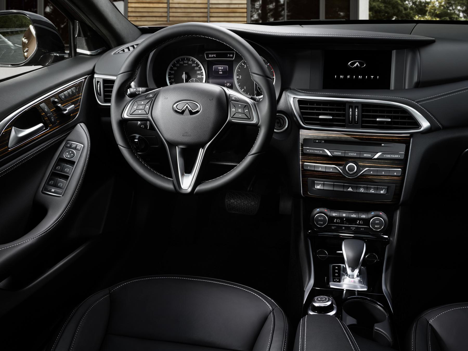 Infiniti Q30_interior