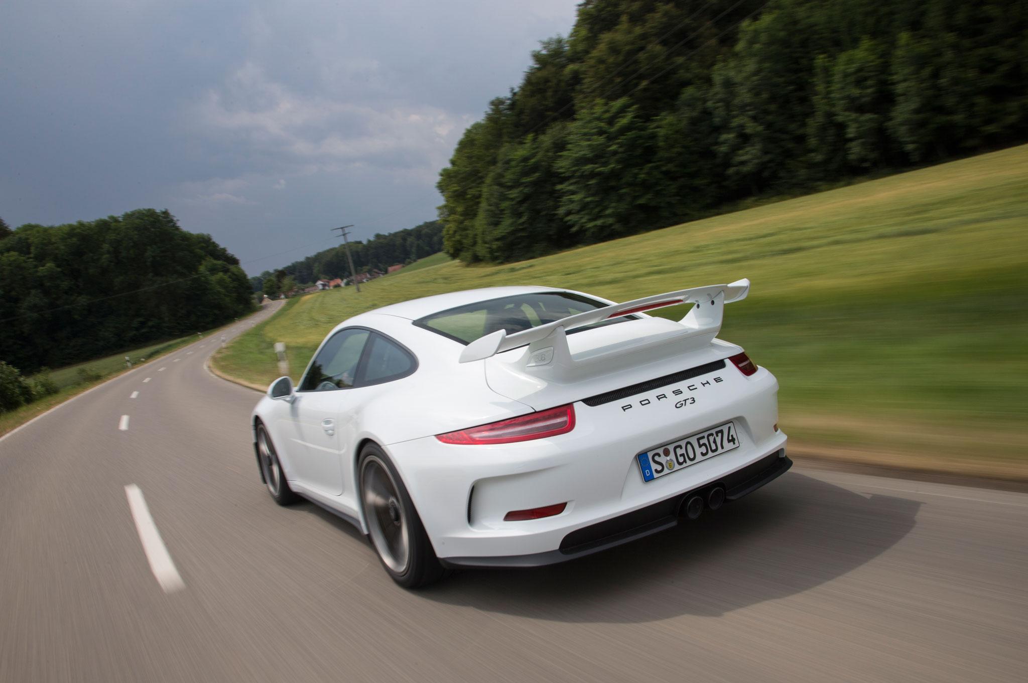 2015-Porsche-911-GT3-Rear-View