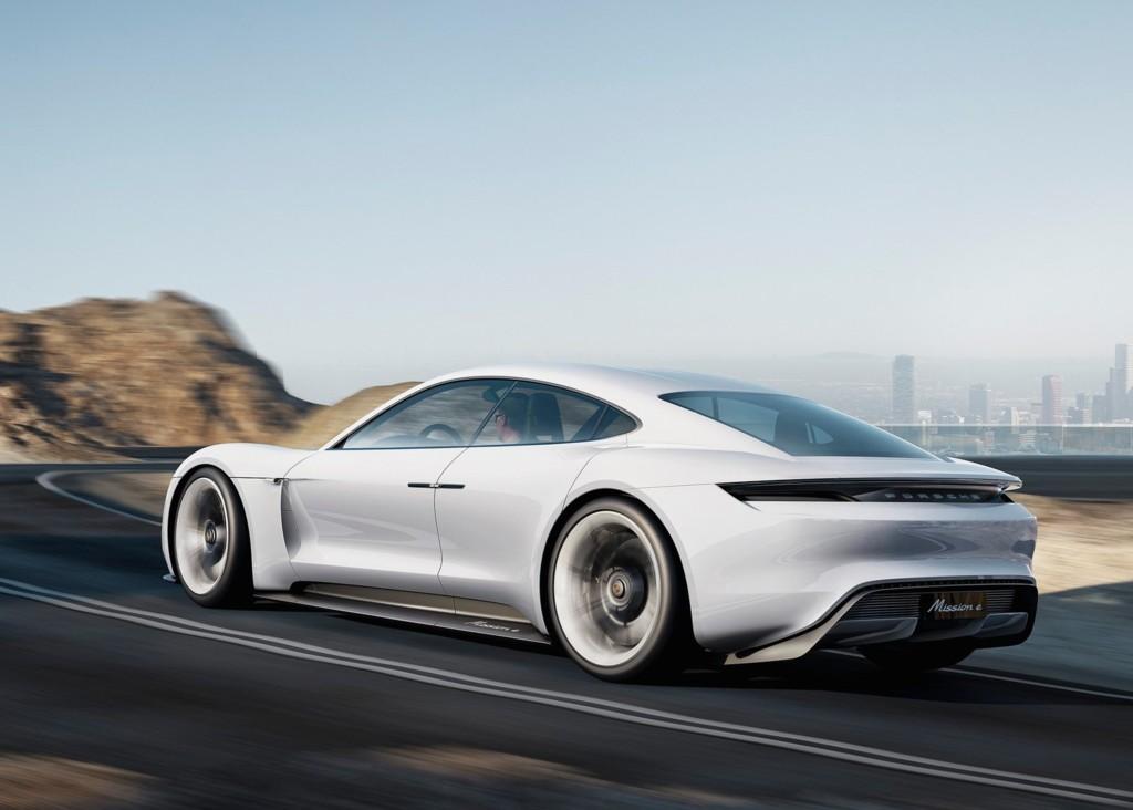 El Porsche eléctrico Mission E llegará a producción antes del año 2020: Contará con más de 500 km de autonomía 1