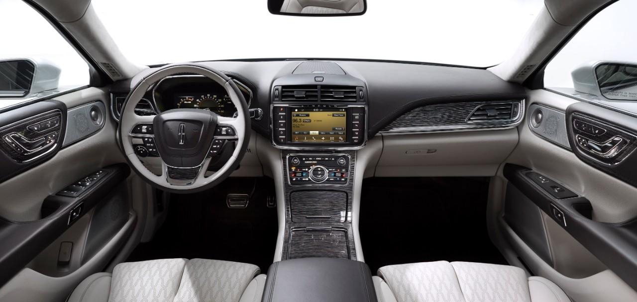 ¿Cómo se abren las puertas del nuevo Lincoln Continental? 1