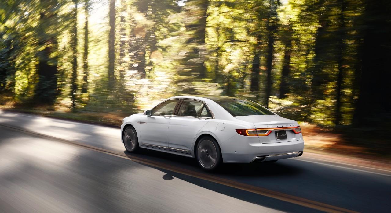 ¿Cómo se abren las puertas del nuevo Lincoln Continental? 3
