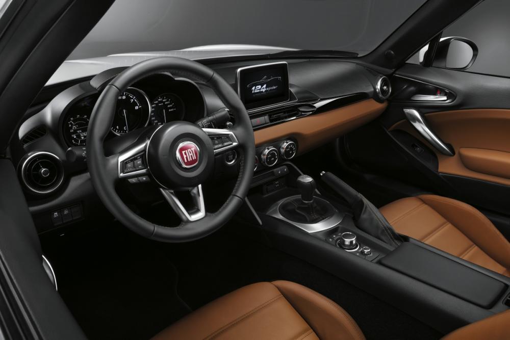 El Fiat 124 Spider aterriza en España desde 25.990 euros: ¿Éste o el Mazda MX-5? 3