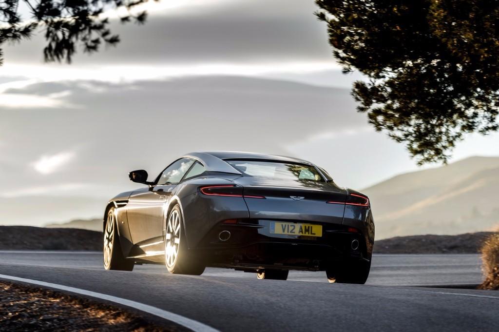 Aston Martin DB11: El DB9 pierde el torno 3