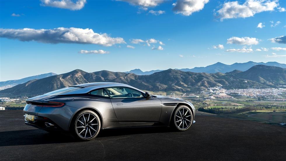 El Aston Martin DB11 V8 será un 2