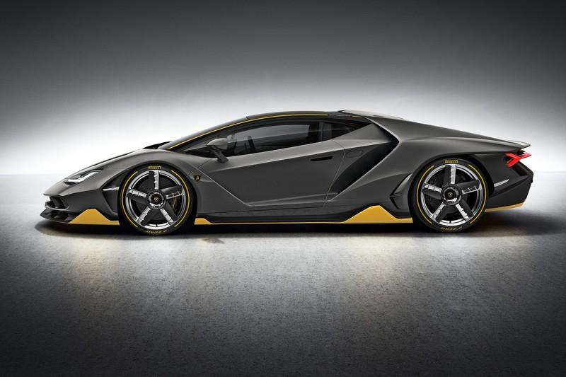 Lamborghini Centenario, fibra de carbono y 770 caballos para celebrar la historia del toro italiano 3