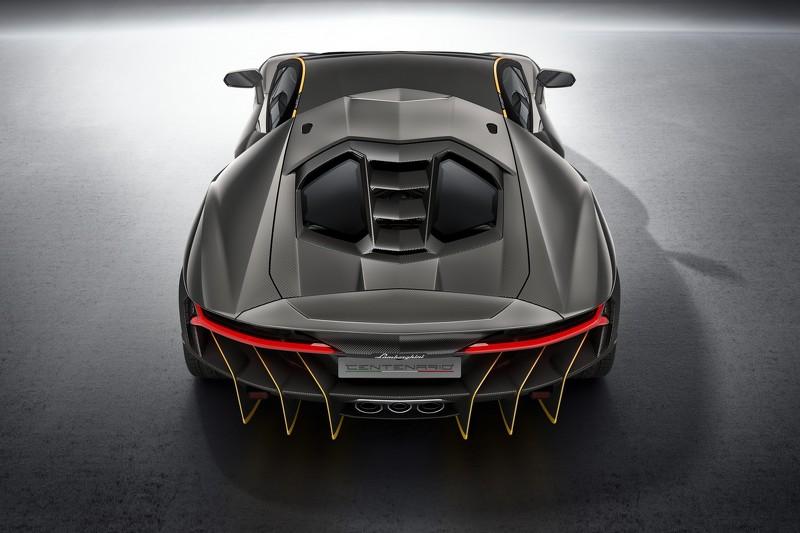 Lamborghini Centenario, fibra de carbono y 770 caballos para celebrar la historia del toro italiano 4