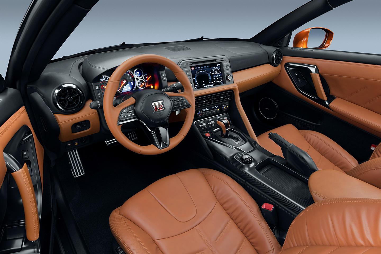 Nissan GT-R 2017: Mejora constante, con un morro más afilado y un interior renovado 1