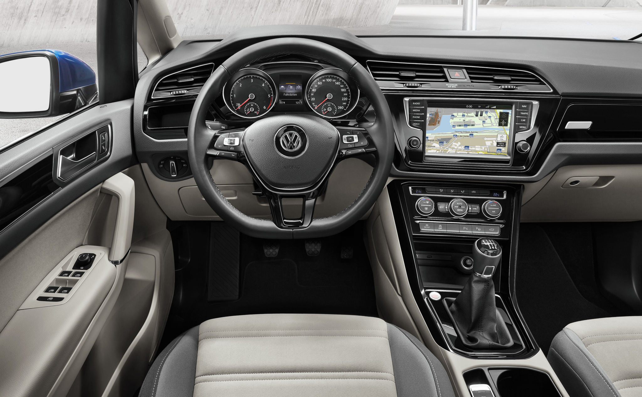 El Volkswagen Touran estrena un 1.8 TSI de 180 CV y un 2.0 TDI de 190 CV: Los más potentes de la gama 1