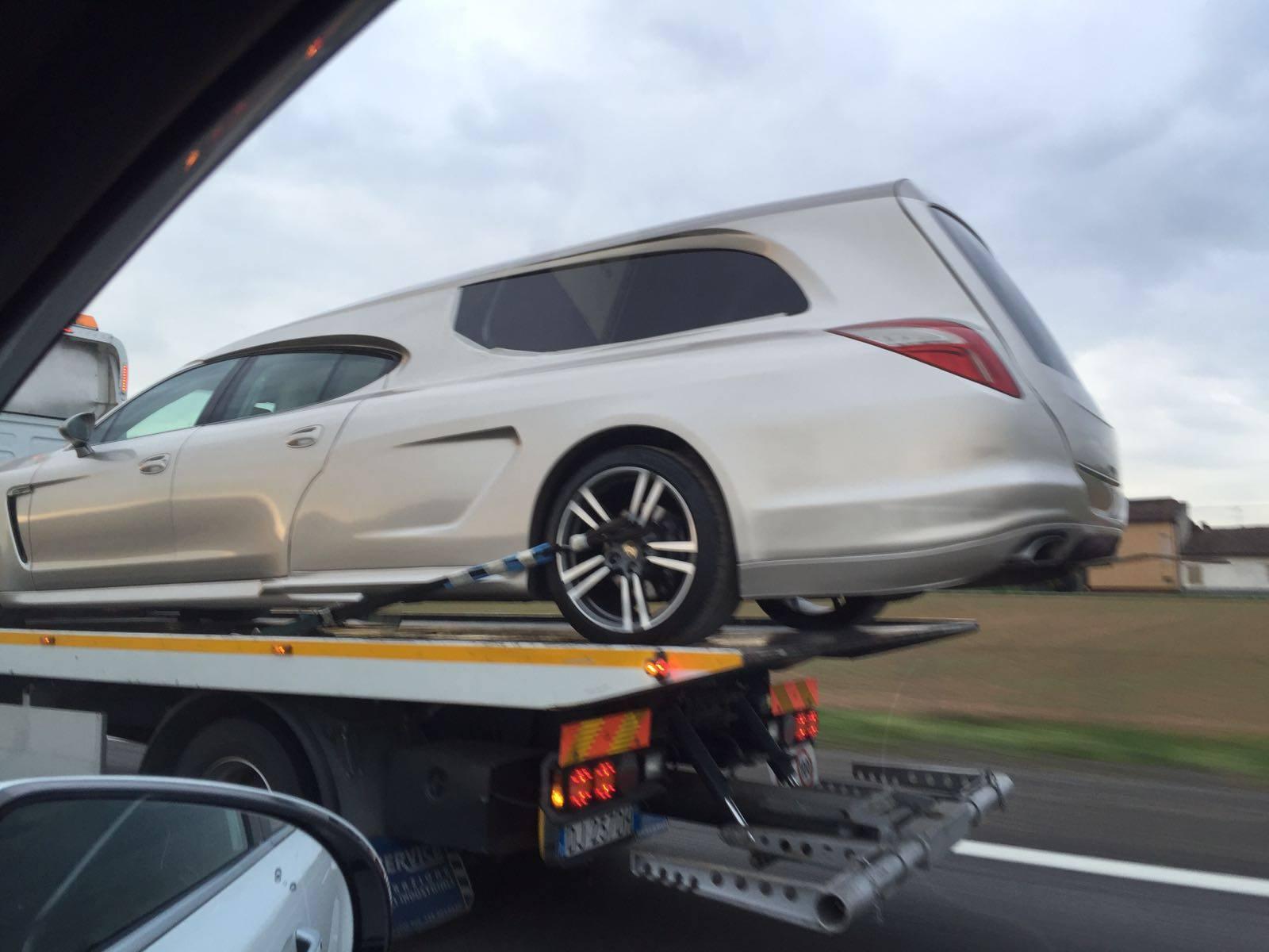 ¿Un Porsche Panamera transformado a coche fúnebre? Es real y aquí lo tienes... 1