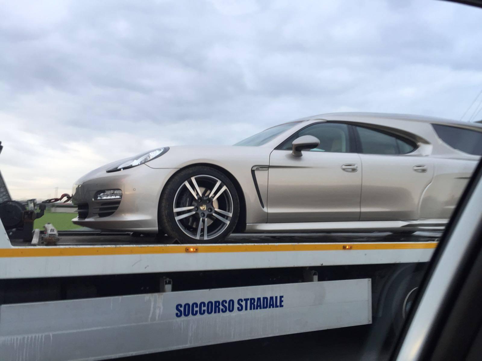 ¿Un Porsche Panamera transformado a coche fúnebre? Es real y aquí lo tienes... 2