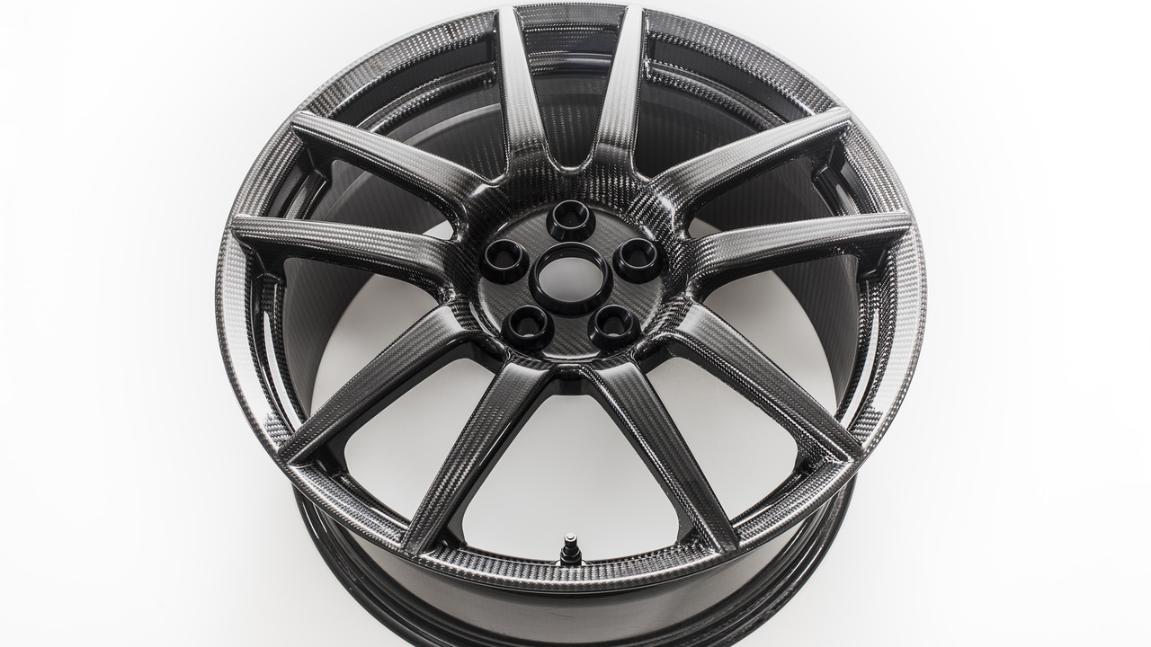 Ford gt con llantas de fibra de carbono - Pulir llantas de aluminio a espejo ...