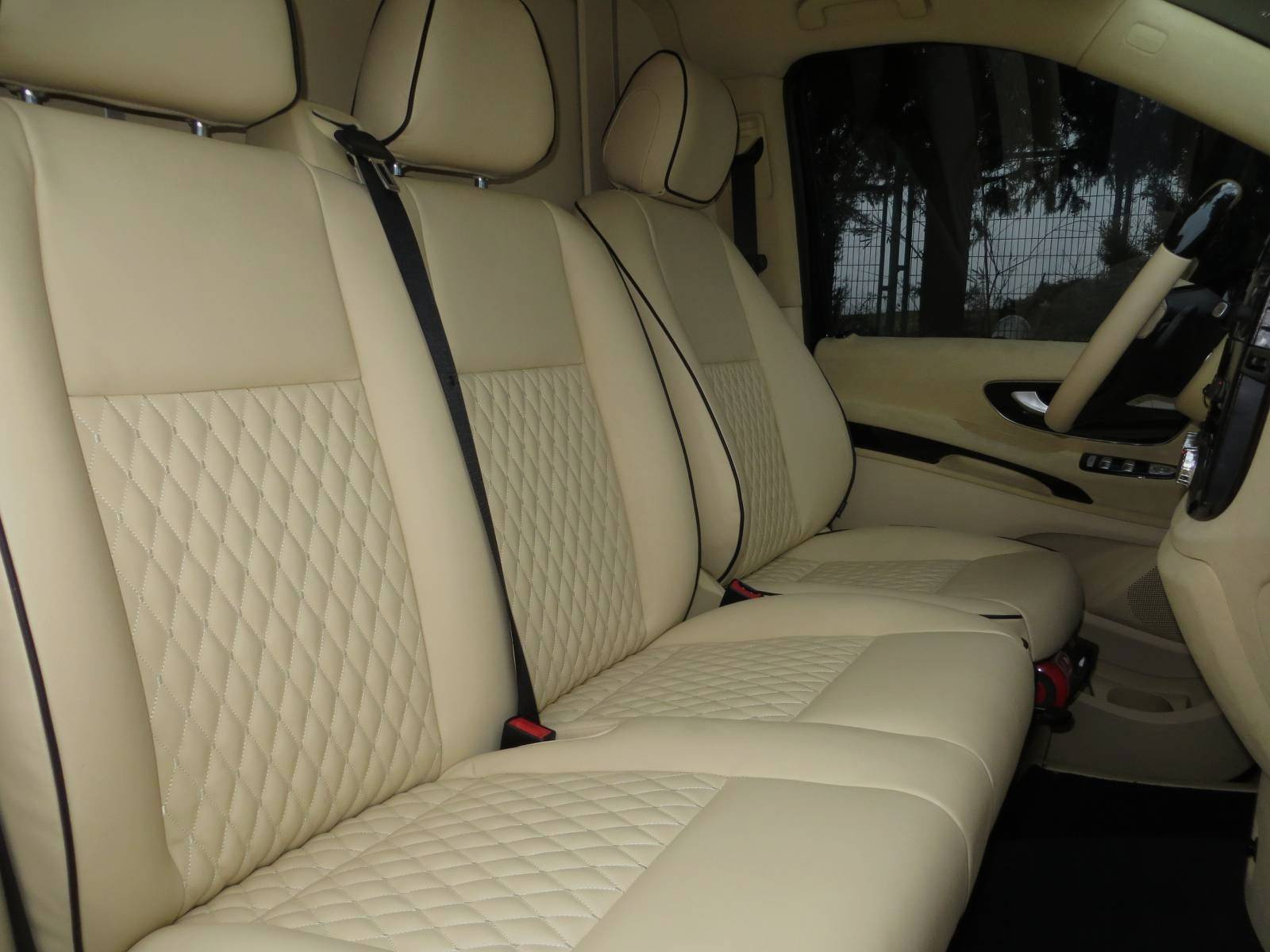 ¿Pagarías 176.000 euros por una Mercedes Clase V muy lujosa? 4
