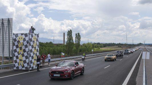 1.527 Ford en fila: así se logró batir un Récord Guiness en Bulgaría