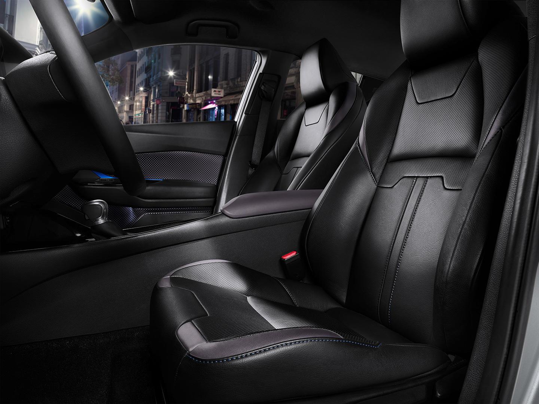 Así es el interior del crossover Toyota C-HR: Una disposición atrevida 4