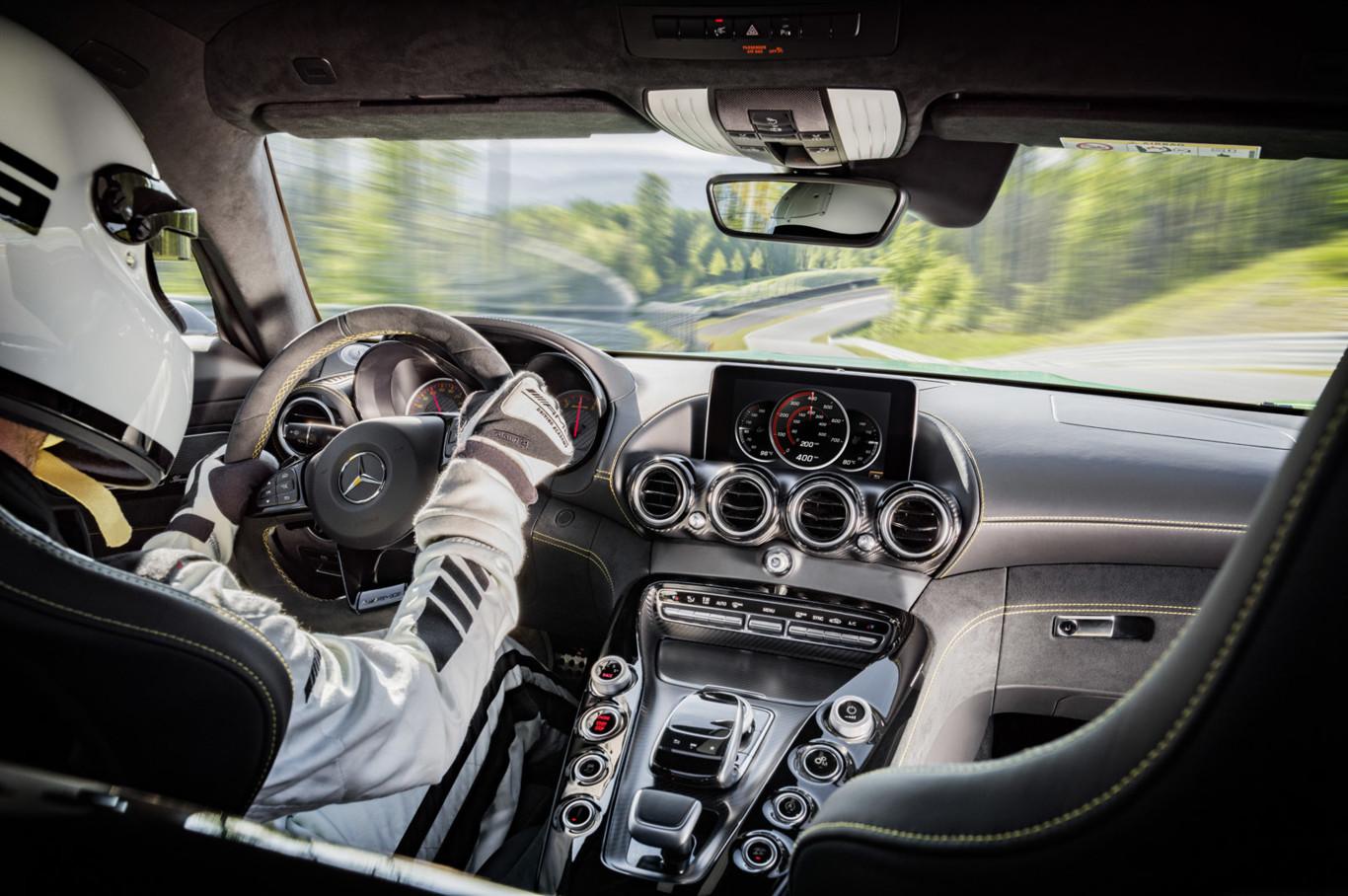 Mercedes-AMG GT R: 90 kilos menos que el AMG GT S y 577 CV de potencia 6