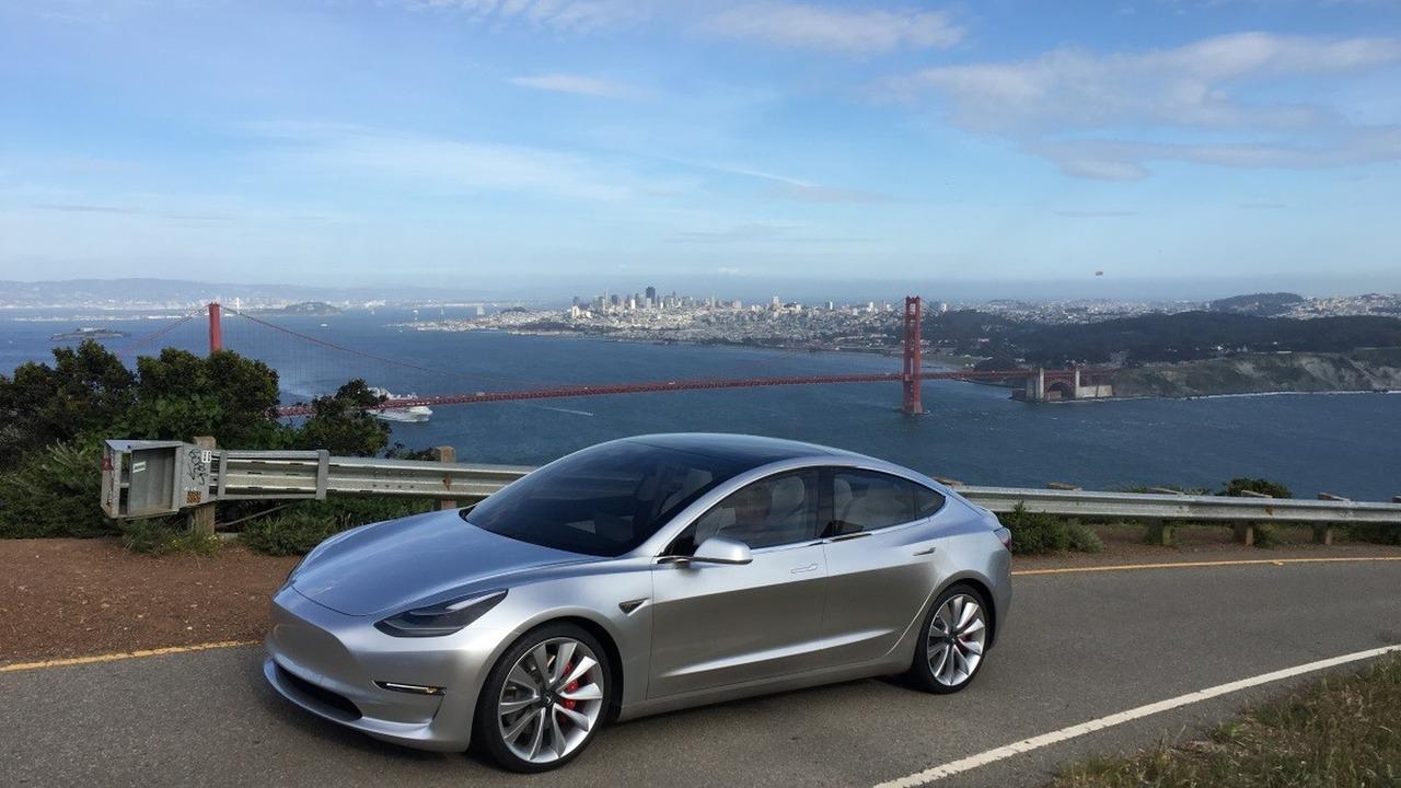 Nuevas fotos oficiales del Tesla Model 1