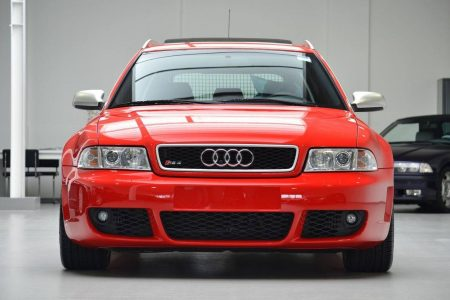 Hacerte con un Audi RS4 Avant de 2001 prácticamente nuevo es posible... por 99.500 euros