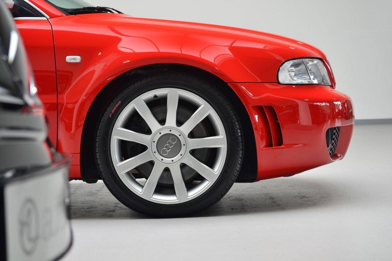 Hacerte con un Audi RS4 Avant de 2001 prácticamente nuevo es posible… por 99.500 euros 6