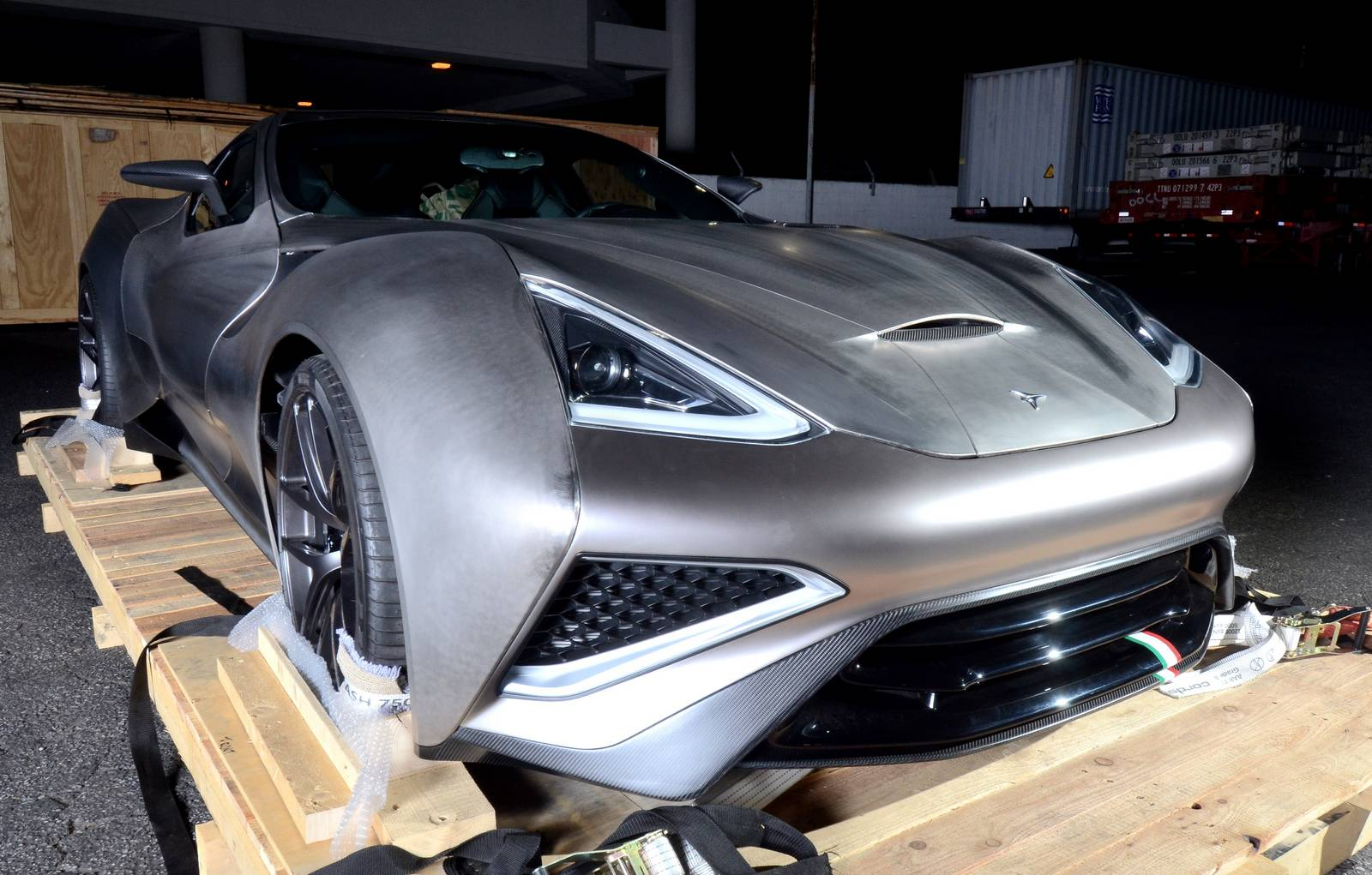 Icona Vulcano: 2,45 millones de euros cuesta el primer coche fabricado en titanio del mundo 3