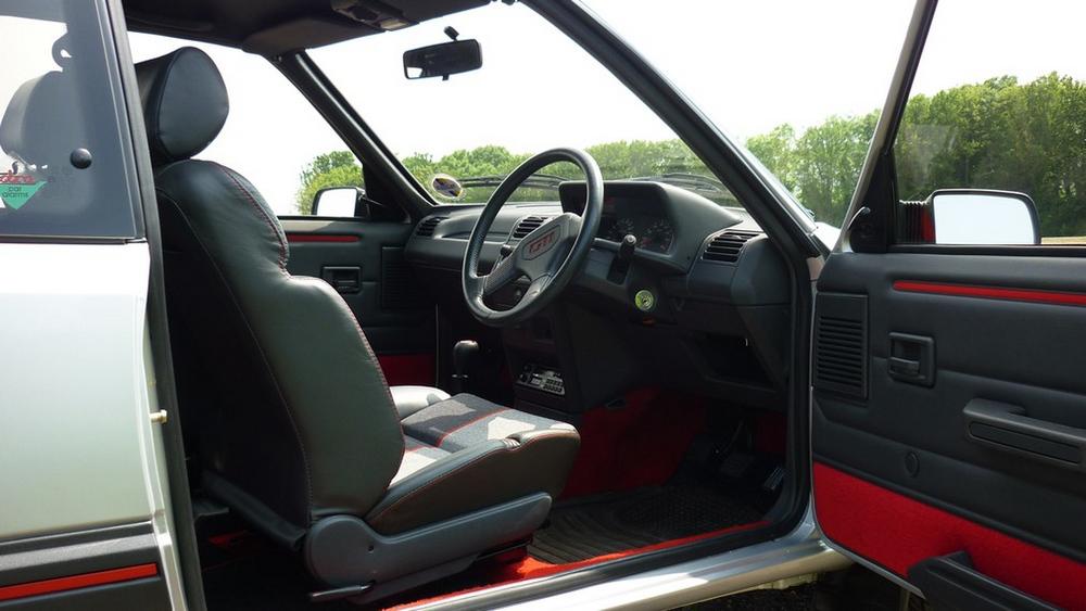 ¿Te gastarías 36.000 euros en un Peugeot 205 GTI en perfecto estado? Alguien lo ha hecho 5