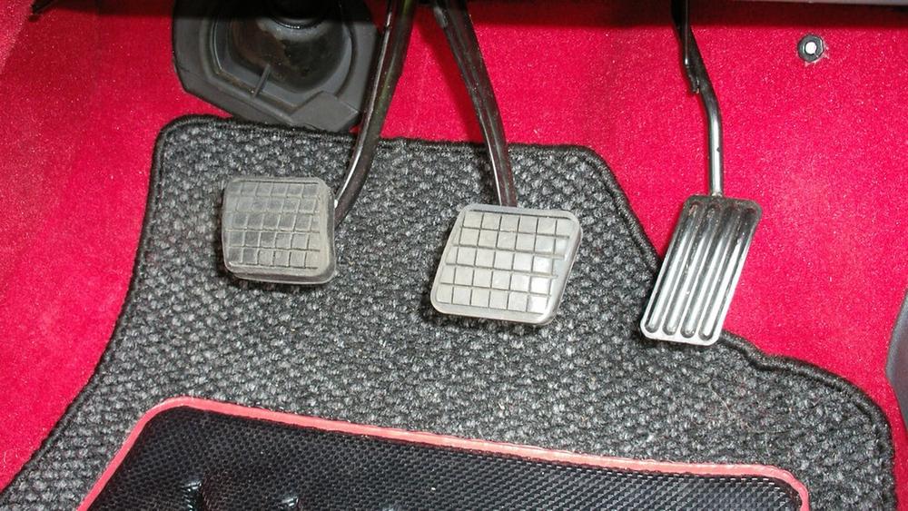¿Te gastarías 36.000 euros en un Peugeot 205 GTI en perfecto estado? Alguien lo ha hecho 7