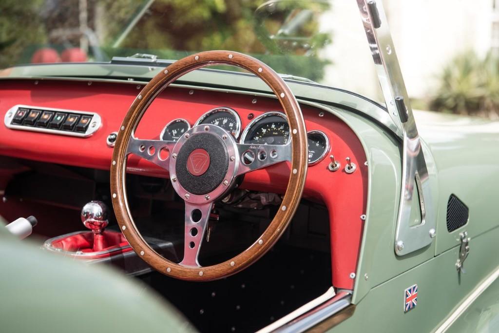 Caterham Seven Sprint: Aires retro para el 60 aniversario 8