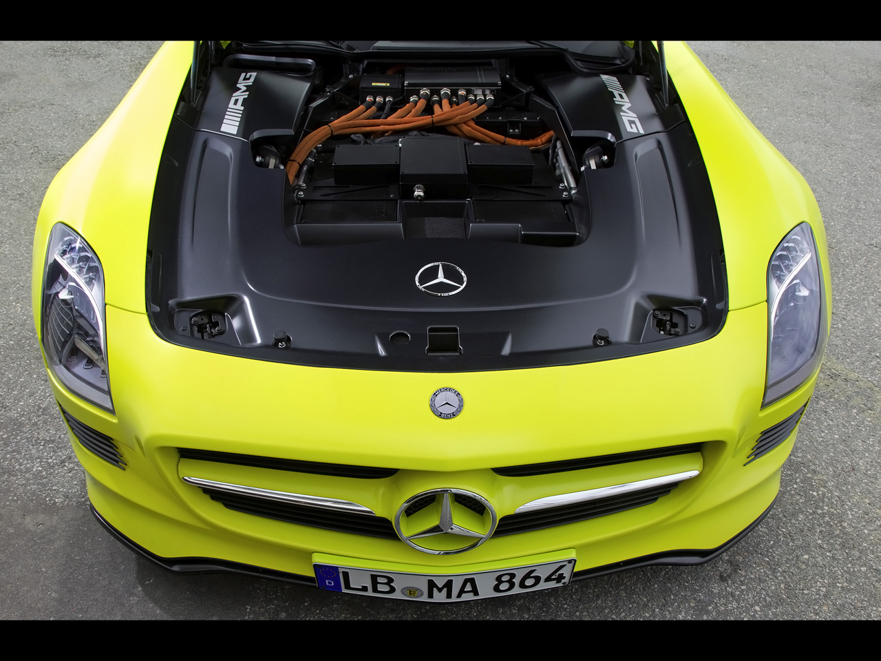 2010-mercedes-benz-sls-amg-e-cell-engine-compartment-1280x960