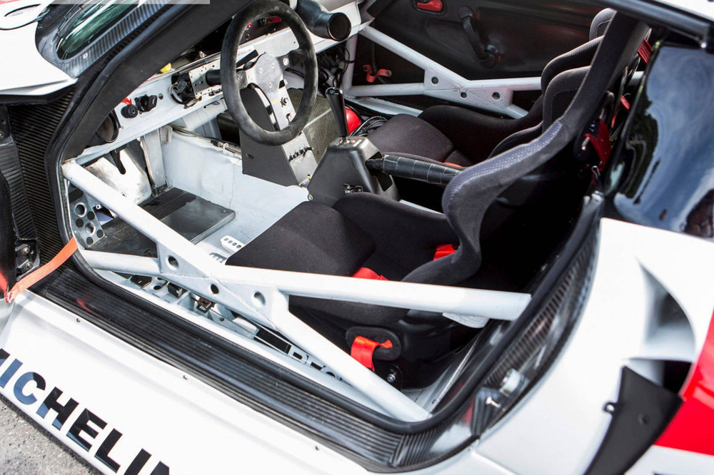 ¿Cuánto estarías dispuesto a pagar por un Porsche 911 GT1 (993) homologado para calle?