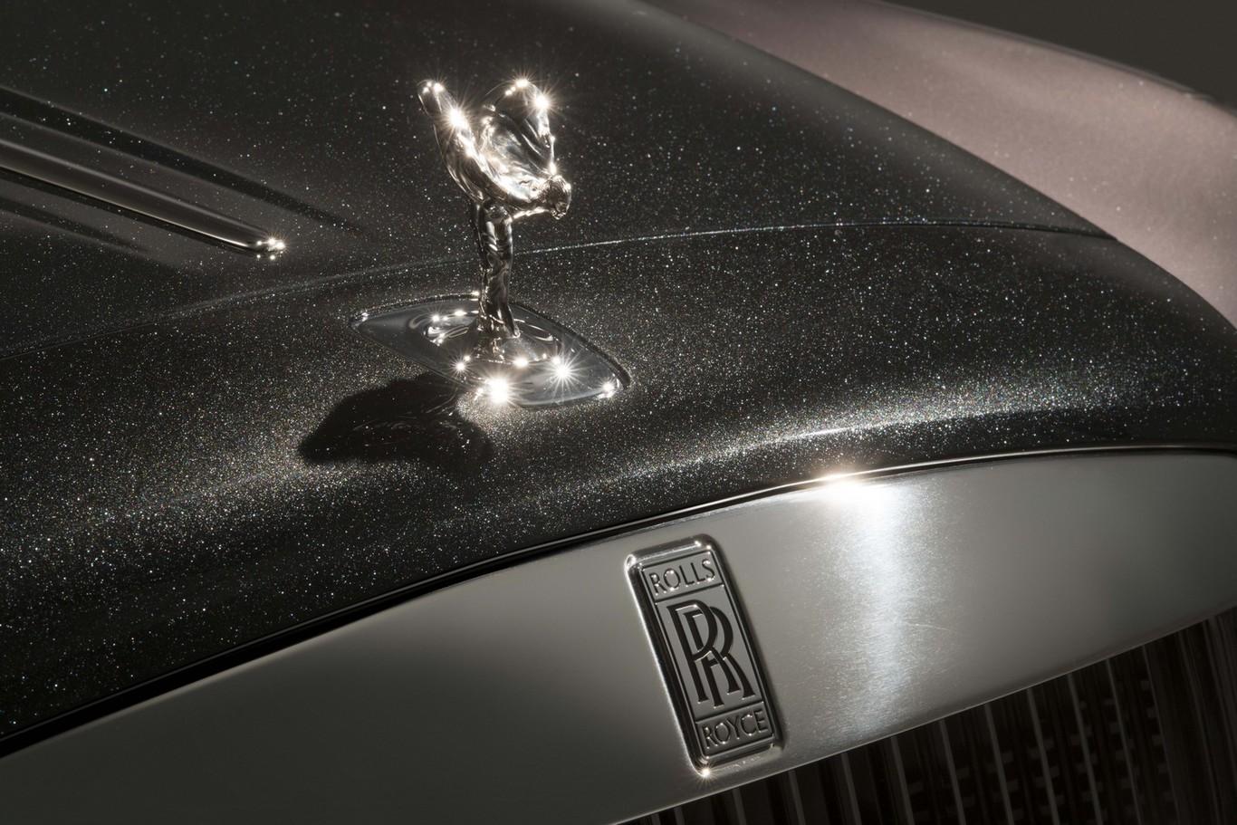 Rolls-Royce ha tenido que destrozar mil diamantes para pintar este Ghost