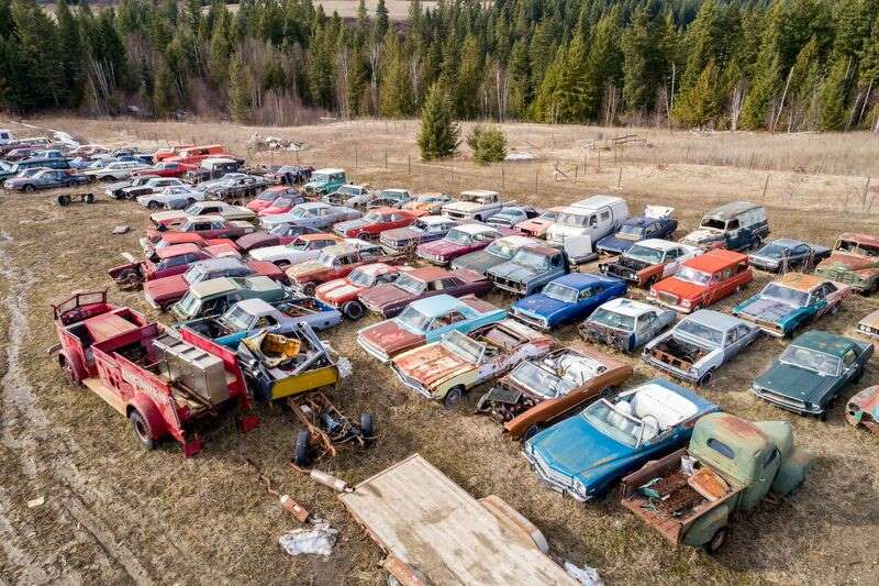 a-la-venta-un-terreno-de-dos-hectareas-con-mas-de-300-coches-clasicos-por-1-36-millones-de-euros-el-sueno-de-todo-petrolhead-03