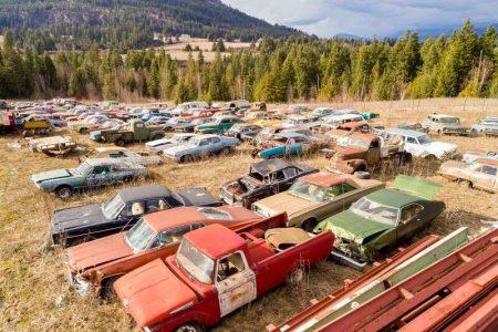 A la venta un terreno de dos hectáreas con más de 300 coches clásicos por 1,36 millones de euros: ¿El sueño de todo petrolhead?