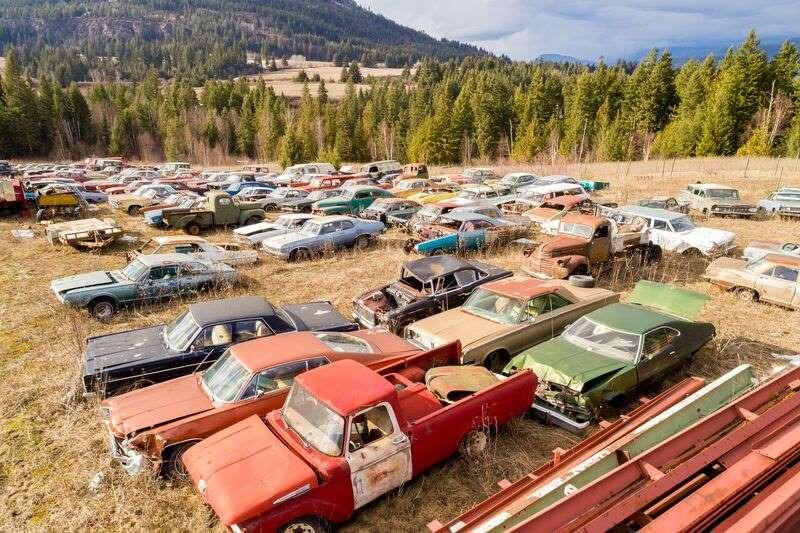 a-la-venta-un-terreno-de-dos-hectareas-con-mas-de-300-coches-clasicos-por-1-36-millones-de-euros-el-sueno-de-todo-petrolhead-09