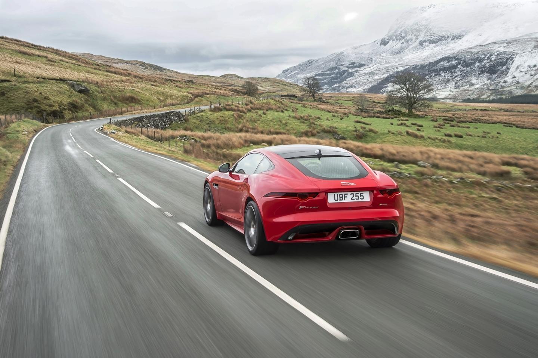 Apuesta por los cuatro cilindros: El Jaguar F-Type estrena un nuevo motor Ingenium de 300 CV