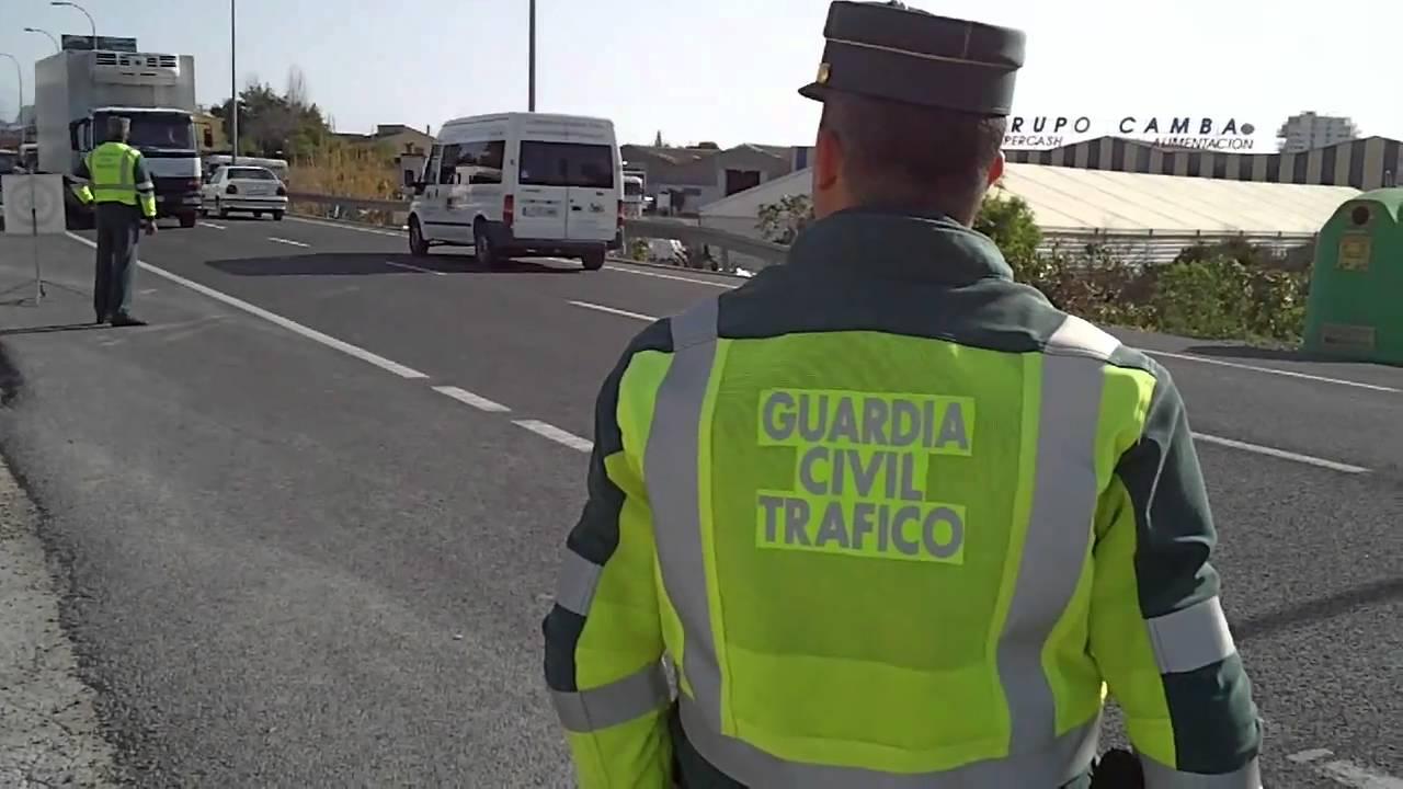 Controles más dinámicos por parte de la Guardia Civil: Declaran la guerra a Waze, WhatsApp y Social Drive