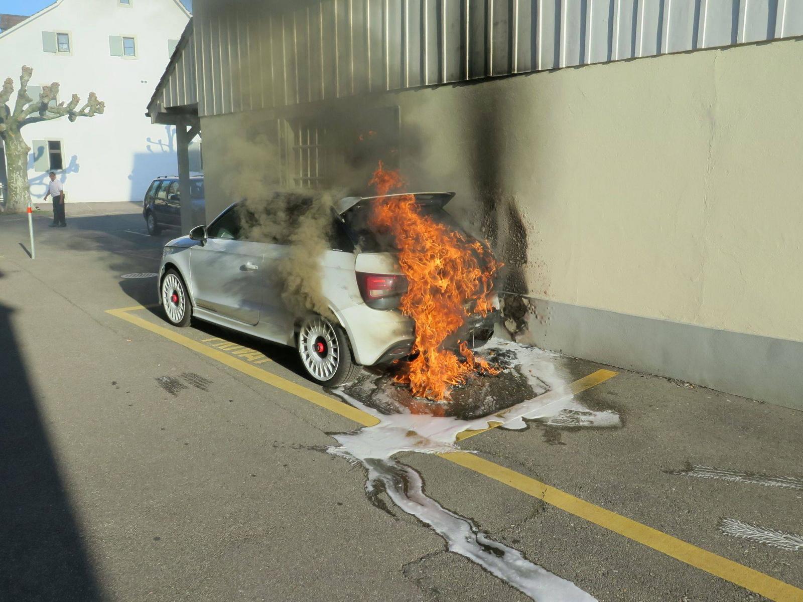 ¡Horror! Este Audi A1 quattro ardiendo en Suiza te provocará convulsiones...