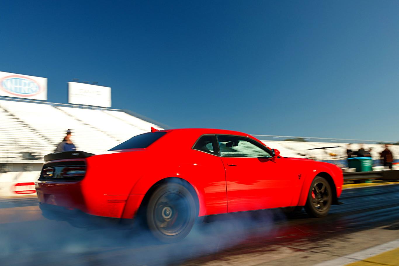 El muscle car de producción más potente de la historia ya está aquí: El Dodge Challenger SRT Demon tiene 840 CV y cuesta menos de 80.000 euros