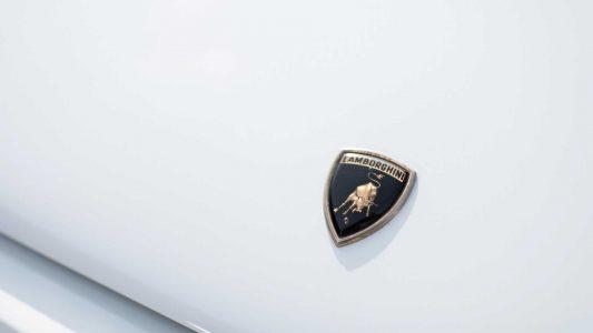 Este Lamborghini Countach tiene acabados en oro, salió así de fábrica y ahora llega a subasta