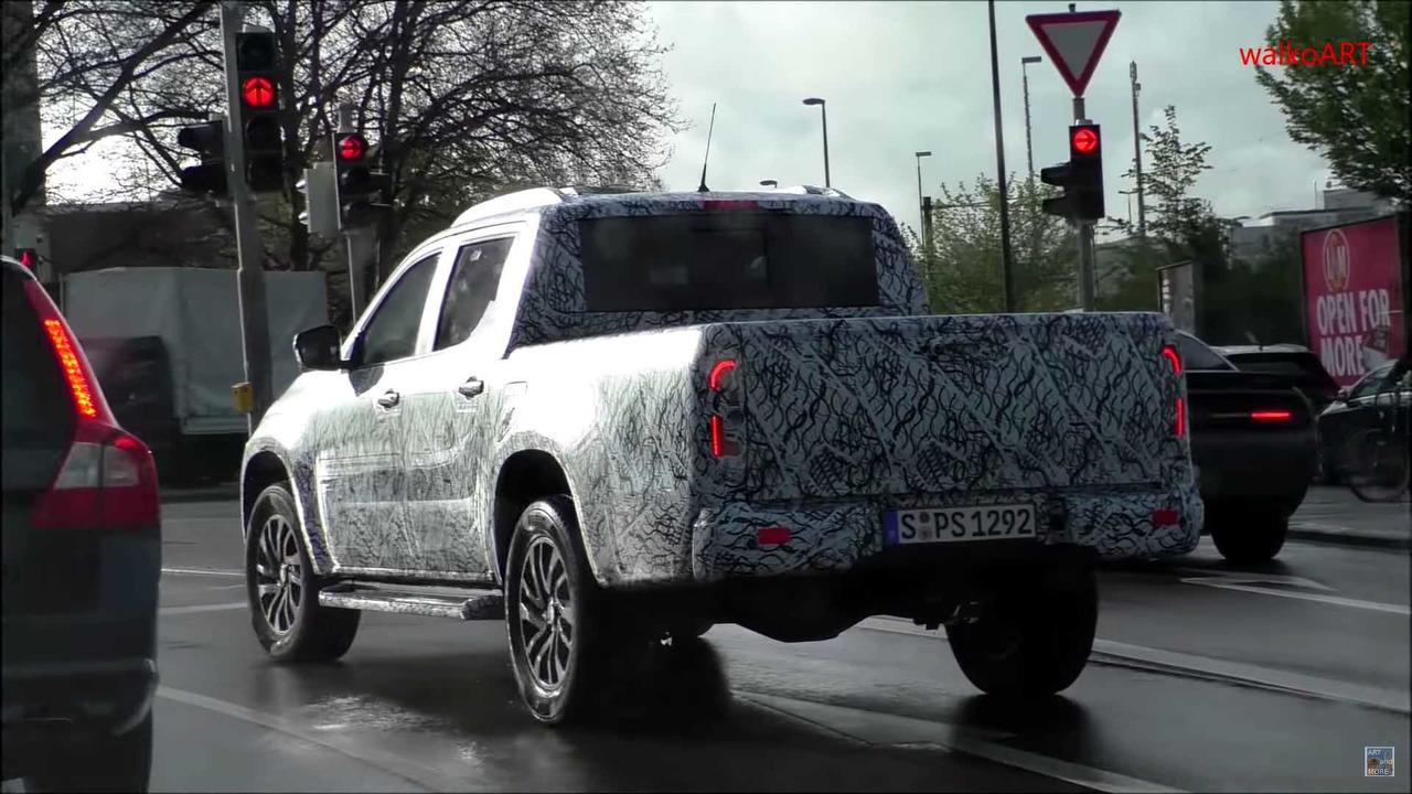 Fotos espía del Mercedes Clase X, el pickup alemán se deja ver en movimiento