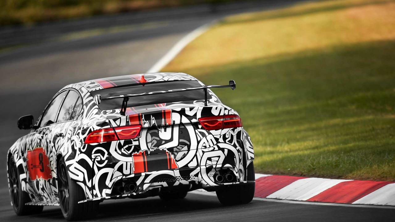 El Jaguar XE SVR llegará en 2018, y el SV Project 8 debutará en una semana