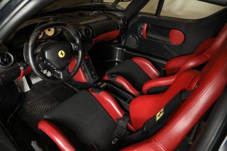 ¿Quieres uno de los escasísimos Ferrari Enzo de color negro? Tan sólo necesitas 2,2 millones de euros
