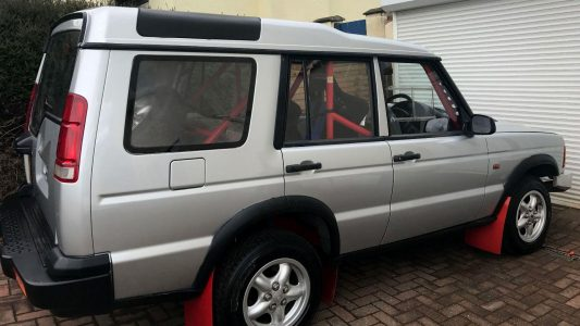 A subasta el Land Rover Discovery con motor de BMW M3... el único Land Rover que te permitirá ir de rally