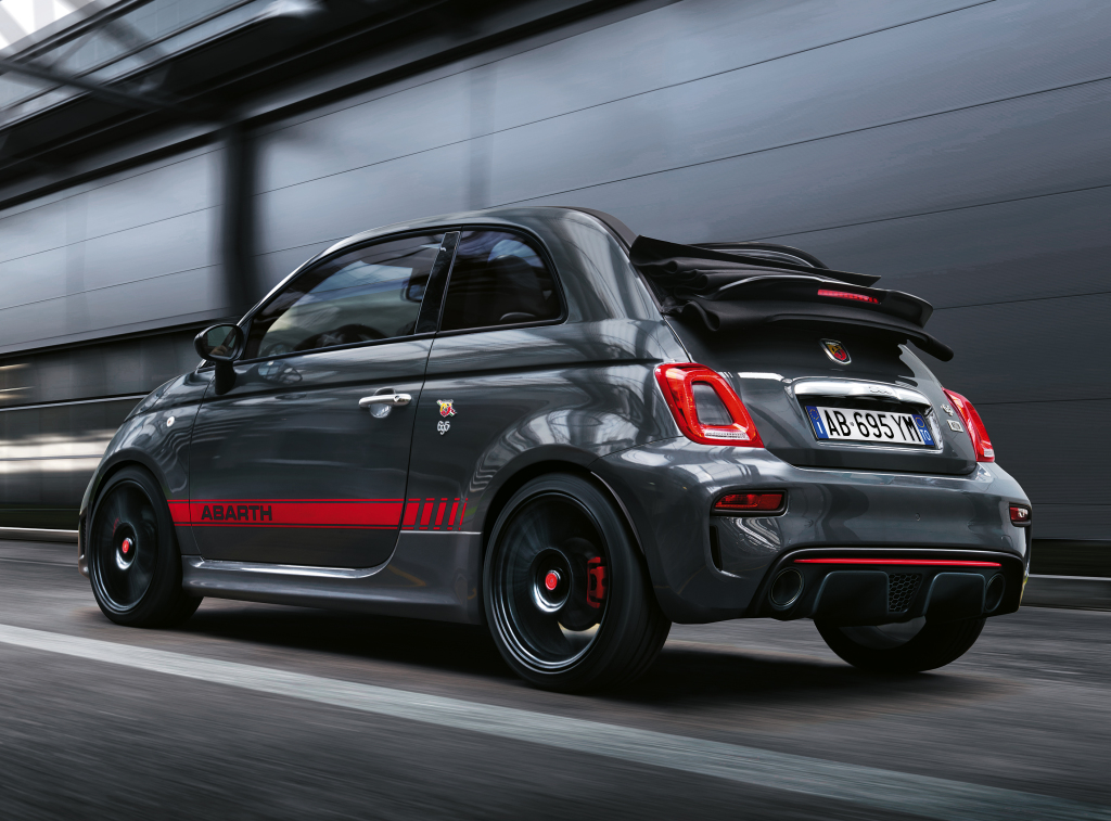 abarth 695 xsr yamaha llega a espa a esta edici n limitada a unidades. Black Bedroom Furniture Sets. Home Design Ideas