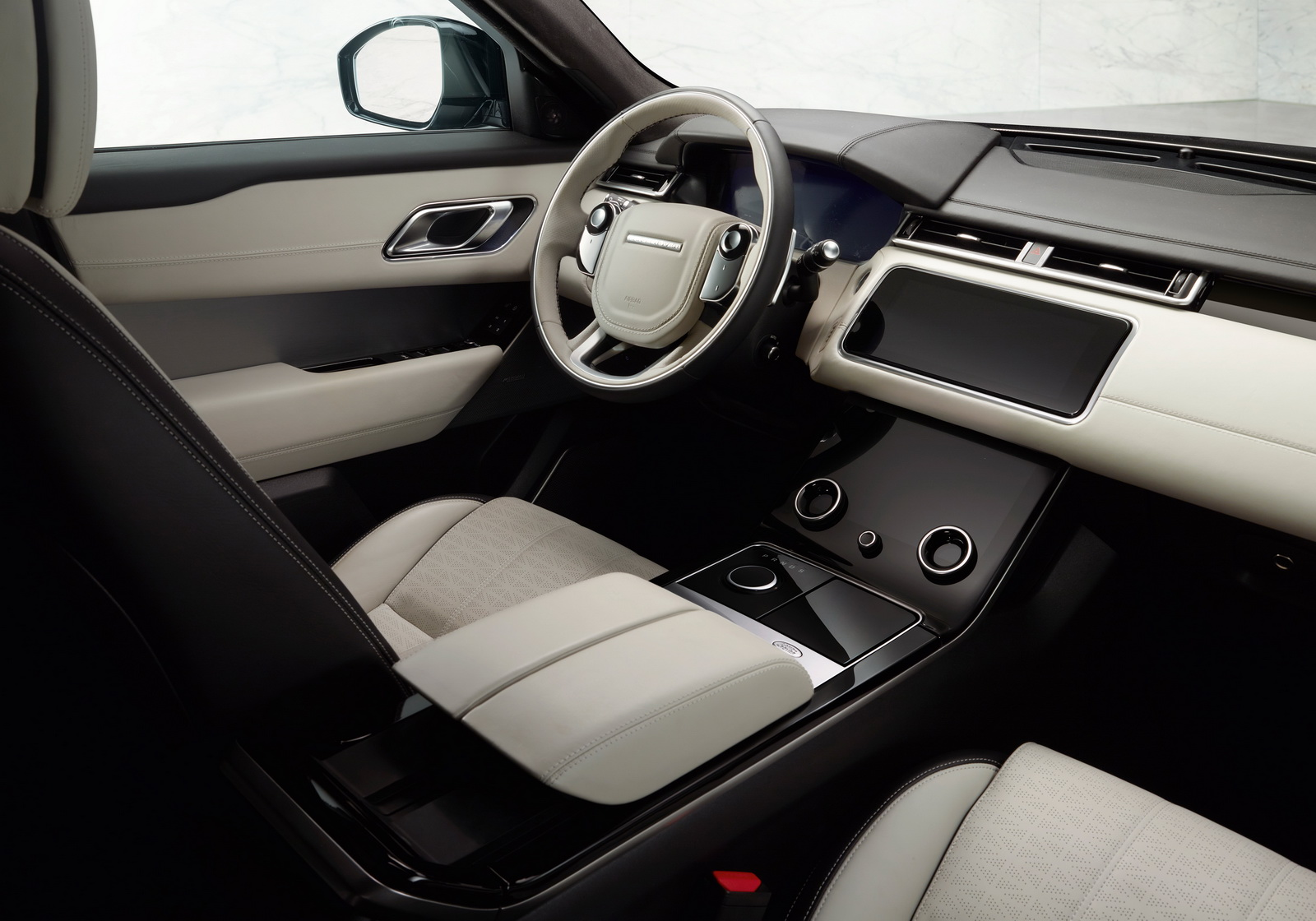 El Range Rover Velar recibe el motor 2.0 Turbo gasolina de 300 CV