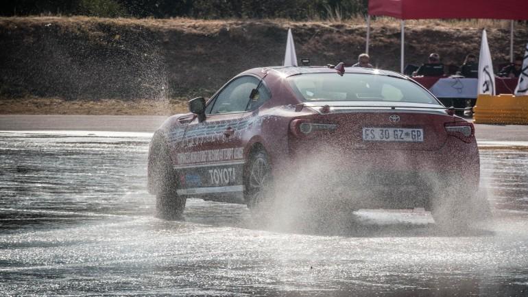 Nuevo récord Guiness mundial de drifting para el Toyota GT86: 168 kilómetros de lado