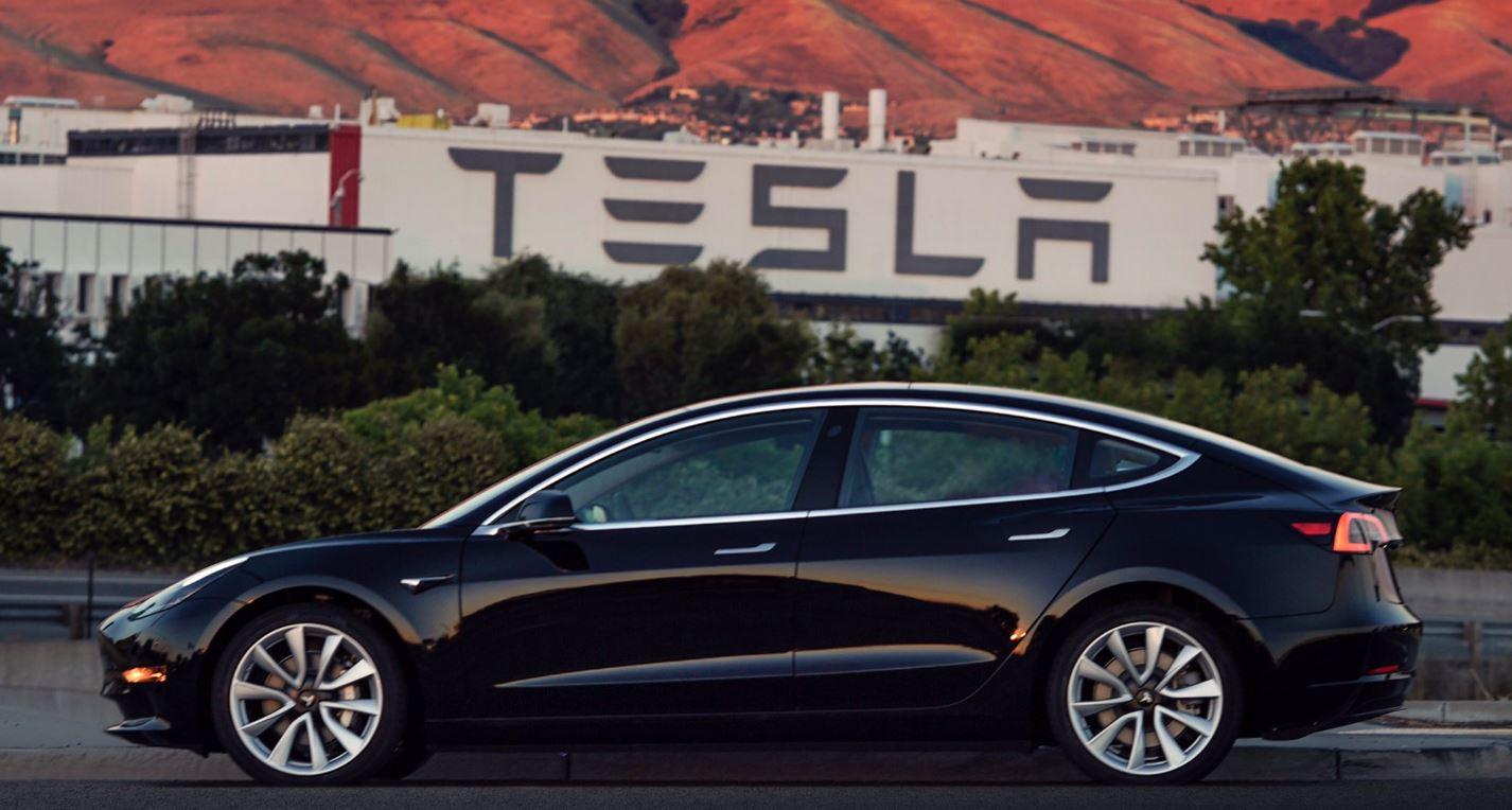 Oficial: este es el primer Tesla Model 3 de producción